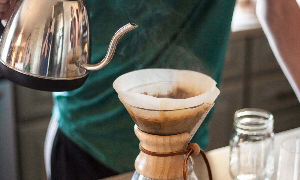 Kettle pouring water into Chemex